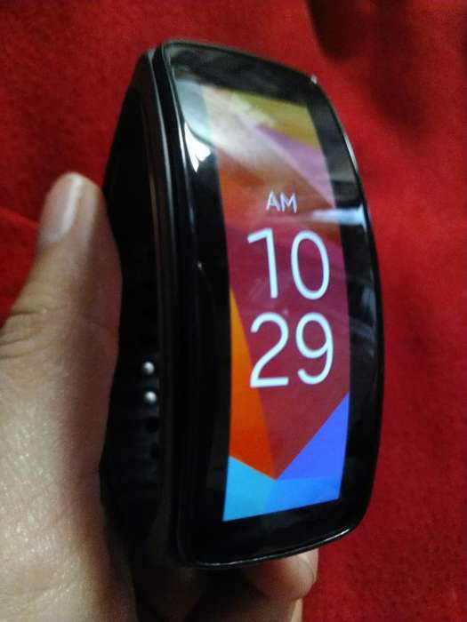 Reloj Samsung Gear Fit 1. Negociable.