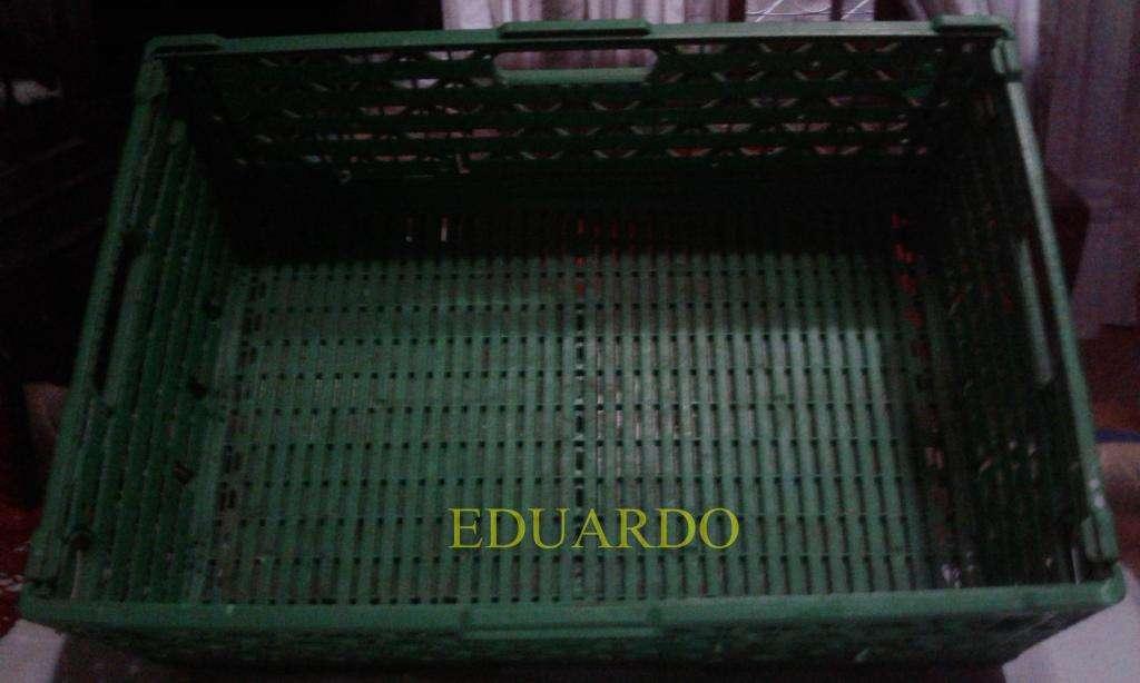 TE VENDO LOTE DE 3 CANASTOS DE VARILLAS Y LOTE DE 4 CANASTOS GRANDES DE PLASTICO
