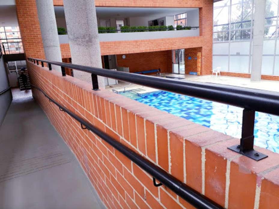 Apartamento piso 11, acceso a piscinas, sauna, parqueadero privado, en Calle 80