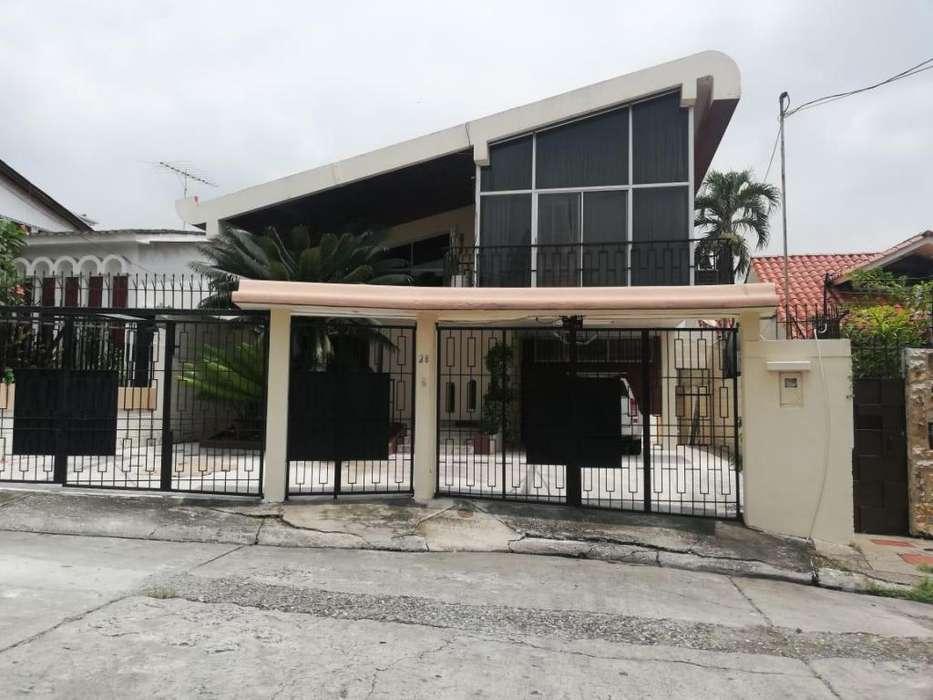 Venta de Casa en Lomas de Urdesa, cerca del Colegio Delfus, Norte de Guayaquil - F Brito