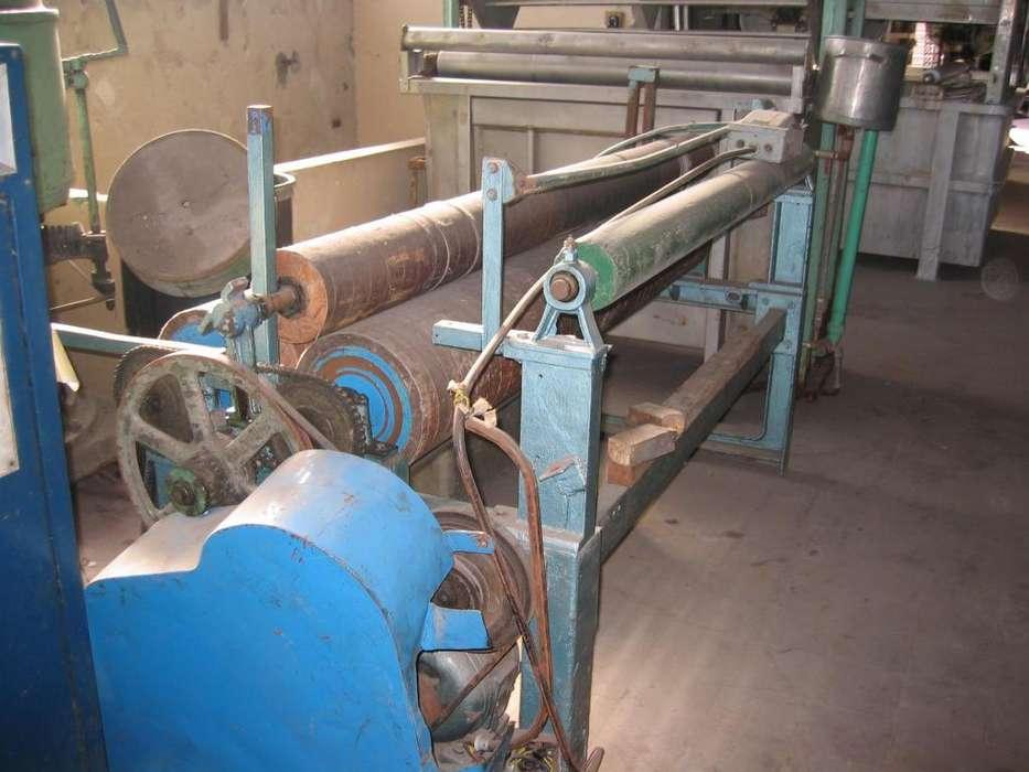 Enrollador de 2 cilindros de 290 mm de diámetro, ancho 1.900 mm, separación entre cilindros 50 mm con motor de 3 HP