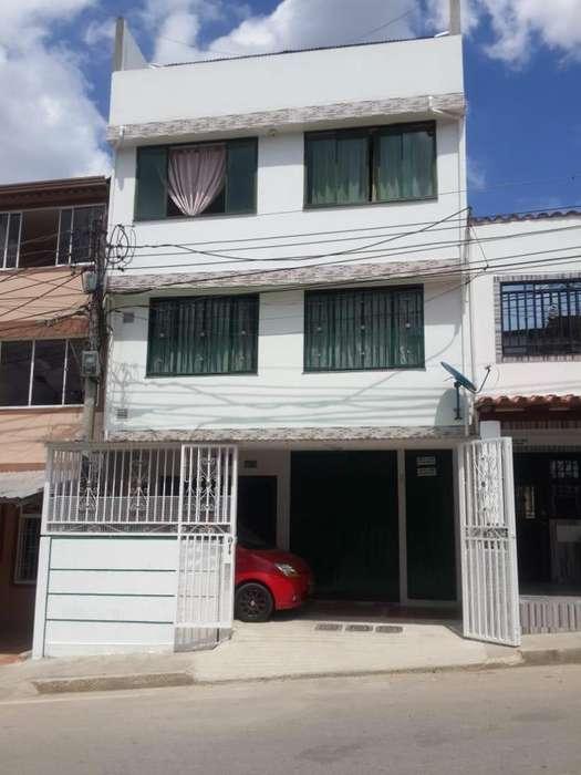 SE VENDE EXCELENTE CASA EN RIVERAS DEL RIO