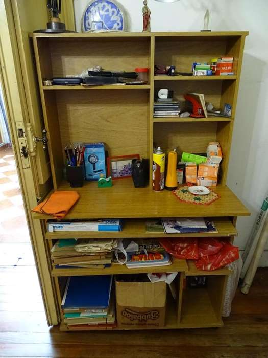 Mueble PC Biblioteca con rueditas.
