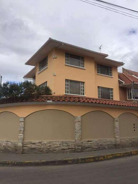 Hermosa Casa Rentera Sector Jardines de San Joaquin WhatsApp 0999505807