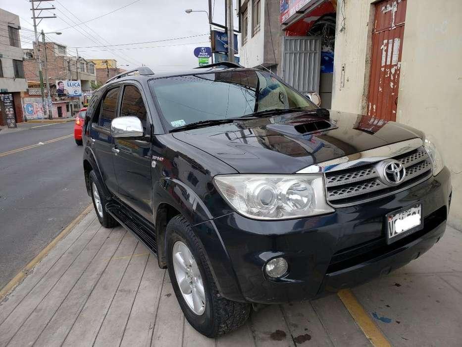 Toyota Fortuner 2010 - 94000 km