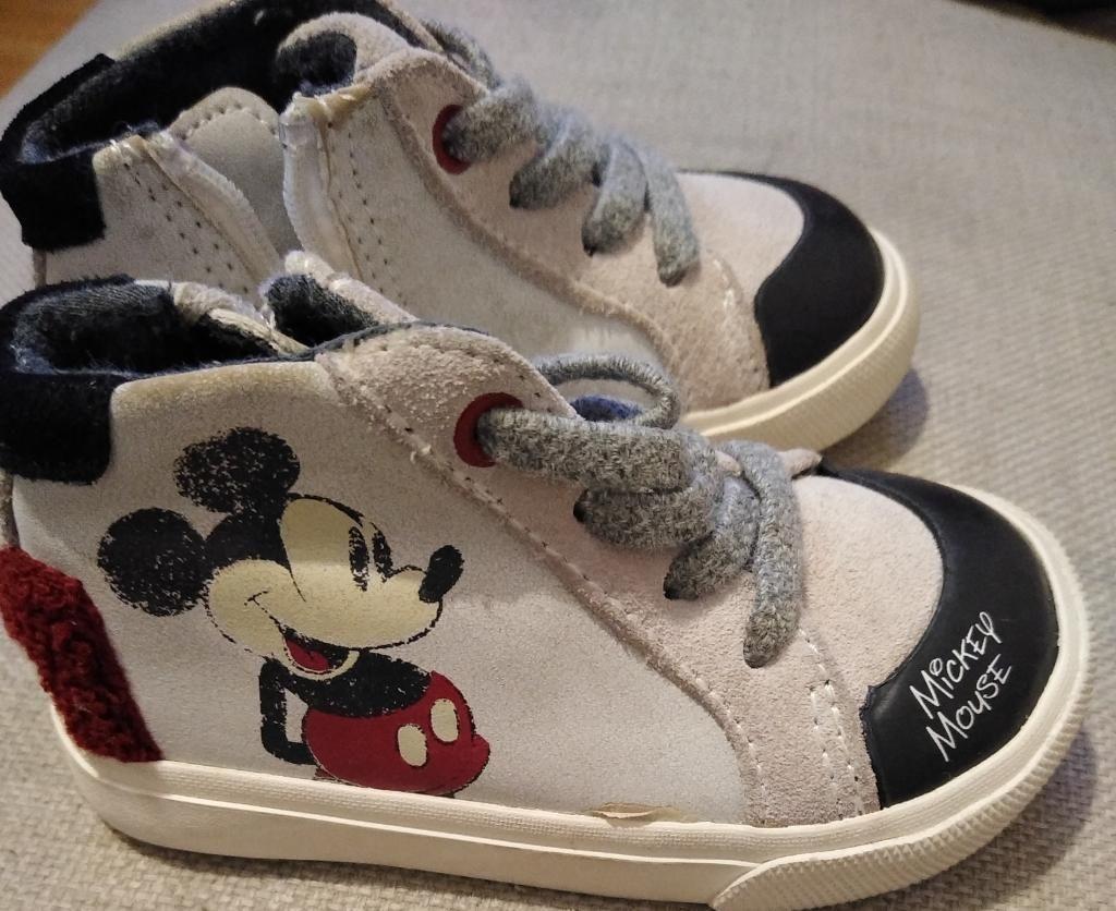 Zapatillas Zara bebe talla 19