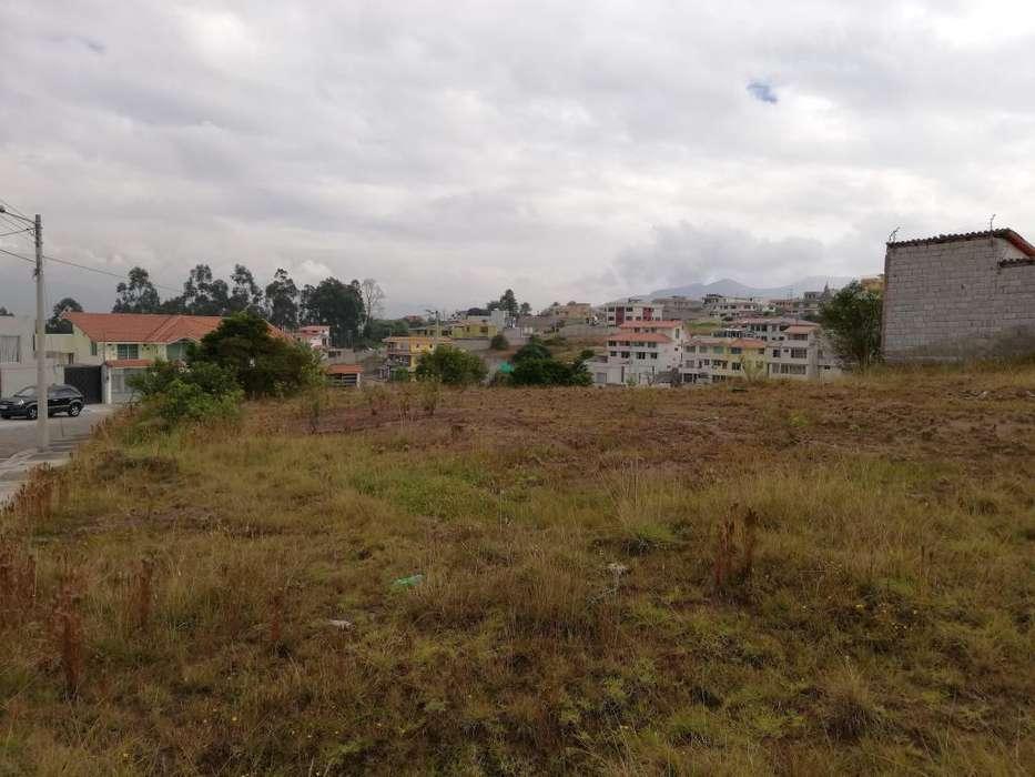 Amplio Terreno Esquinero en Venta. 729 m². Conjunto Cerrado. Valle de Los Chillos