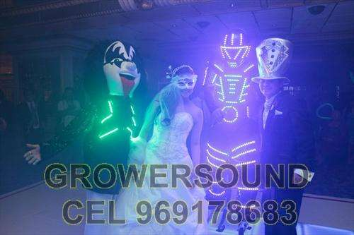 ANIMACIÓN Show de hora loca led neon ROBOT LED ZANCOS HORA LOCA CHOLA MATRIMONIOS PIURA Y SULLANA