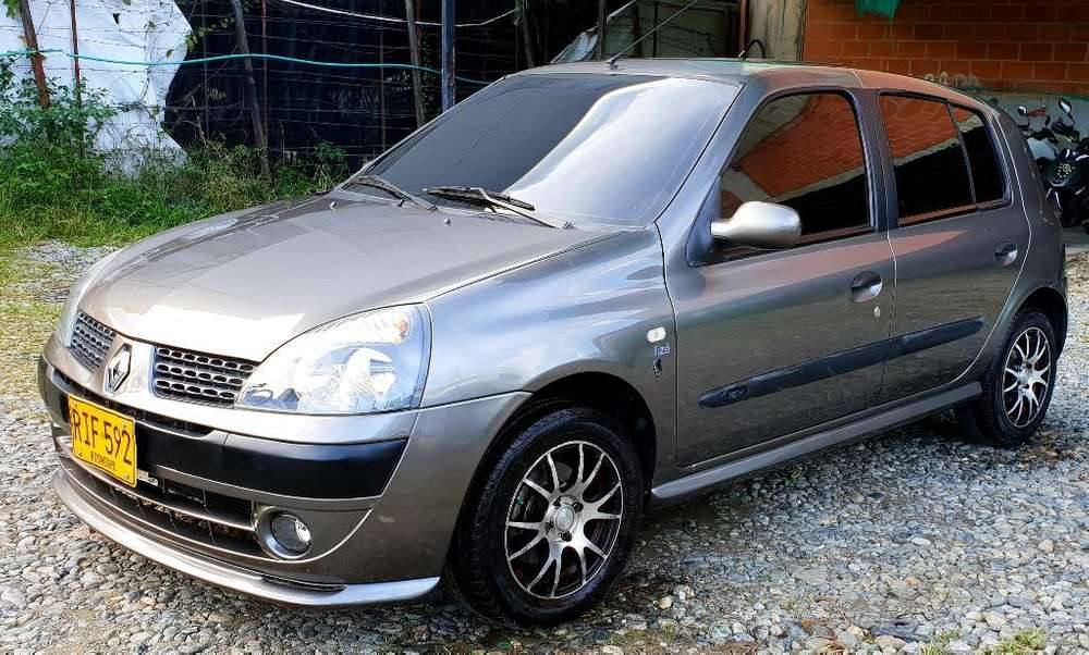 <strong>renault</strong> Clio  2006 - 7200 km