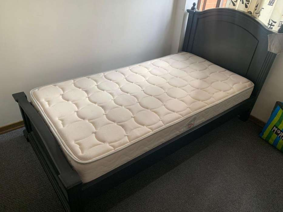 <strong>cama</strong> sencilla y mesa de noche (sin colchón)