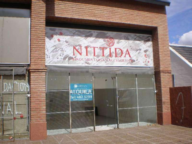 Local vidriado sobre Recta Martinolli - VILLA BELGRANO- frente al colegio Lasalle