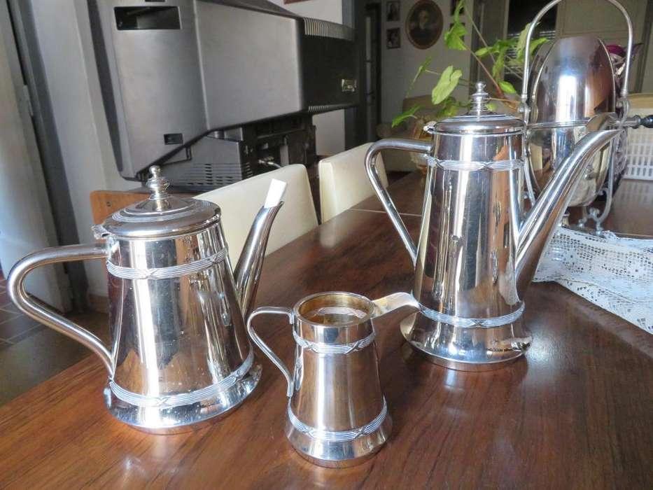 <strong>cafetera</strong>, tetera y lechera bañadas en plata