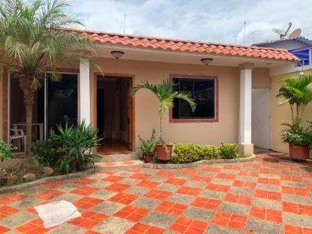 Santa Adriana, Vendo Casa de 3 dormitorios con Suite