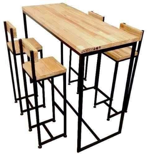 Mesa y butacas