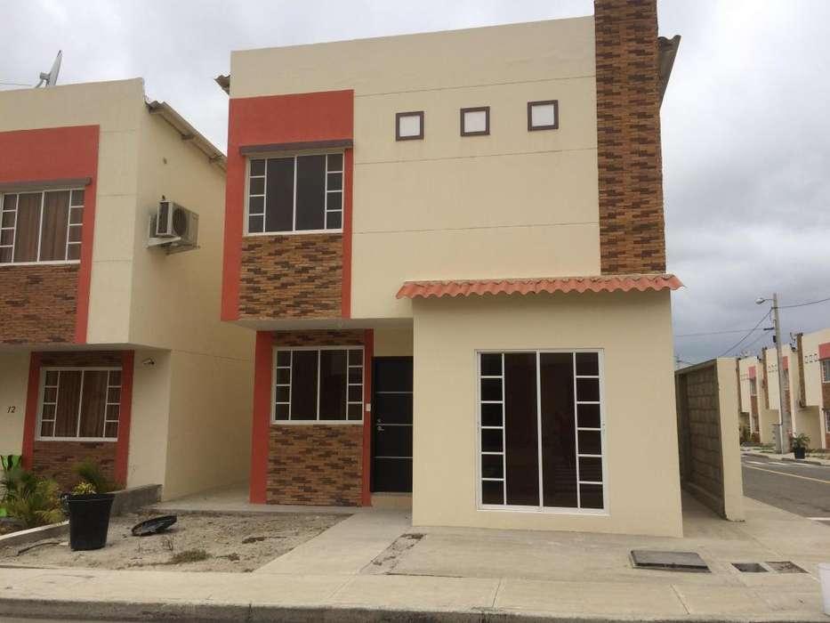 alquiler casa en Manta en urbanizacion privada a cinco minutos del registro civil