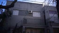 ALQUILO CASA MUY LINDA  PLANTA ALTA ,  Z/ costanera  santa fe , 2 dormitorios