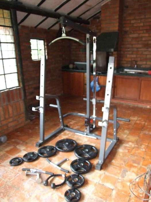 Aparatos de gimnasio completo para ejercitarse en casa.