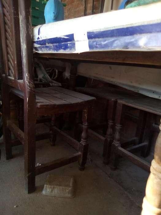 Vendo Mesa Algarrobo con 4 <strong>sillas</strong>