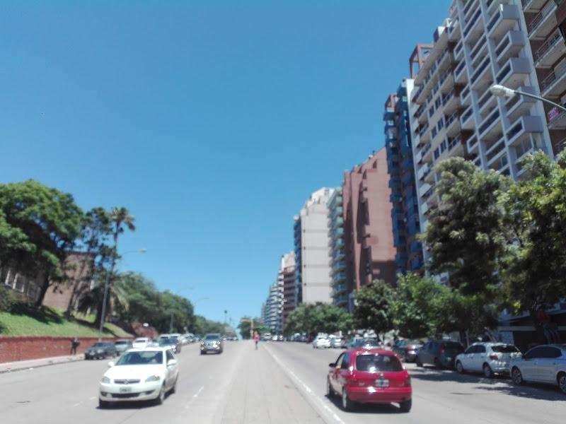 . Hermoso semipiso con 3 dormitorios , vista del piso 11 al parque sarmiento sobre P. Lugones. refaccionado a nuevo.