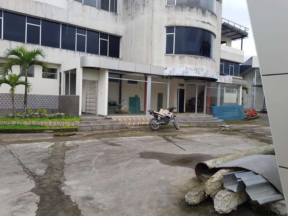 Vía Quevedo, Klm 3. Plaza Com. Victoria. Edificio, Local Comercial 80 m2, 300 m2 de oficinas,
