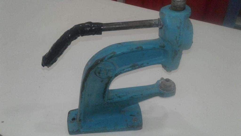 Maquina De Poner Broches Textil. Muy Suave Para Trabajar