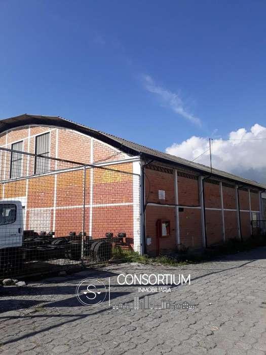 Amplia Bodega de 1005 m² en la Av 10 de Agosto