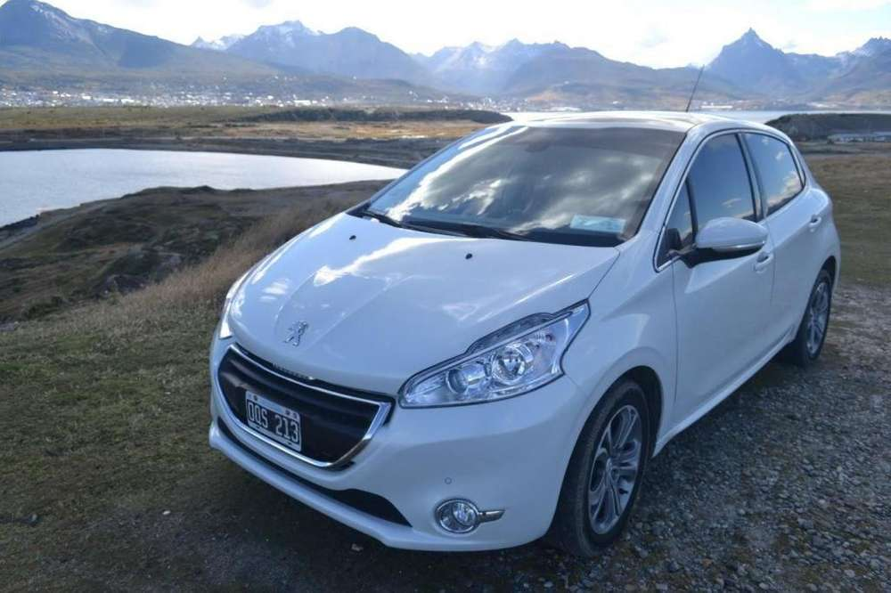 Peugeot 208 2015 - 49000 km