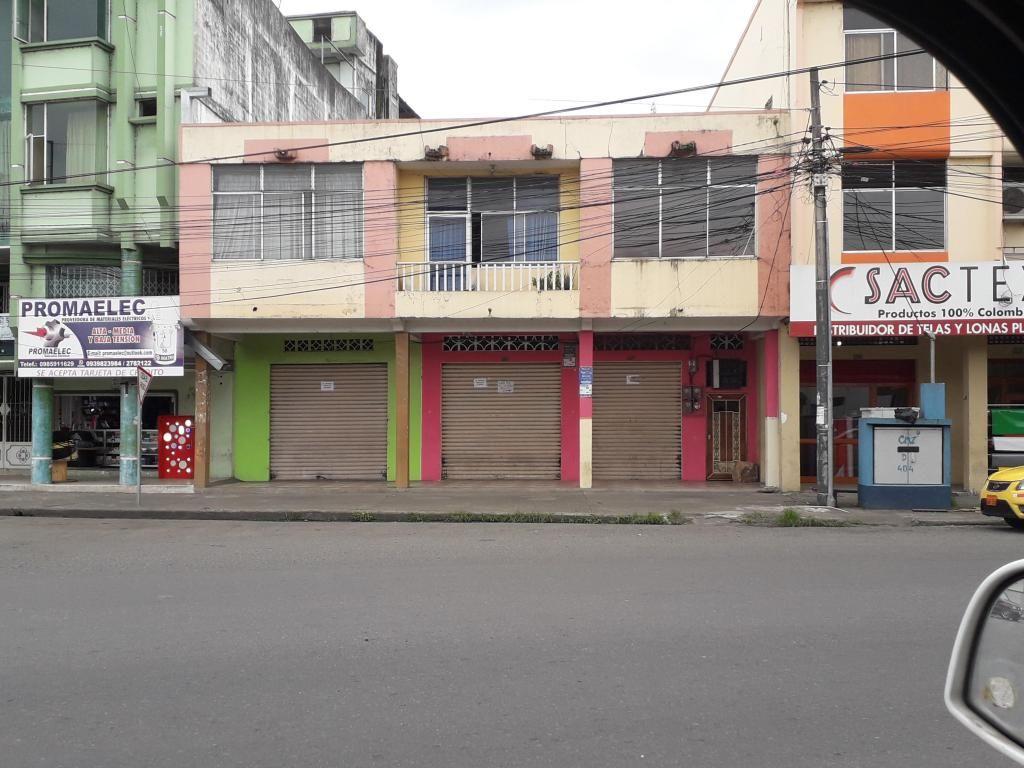 CASA EN VENTA CON TRES LOCALES COMERCIALES