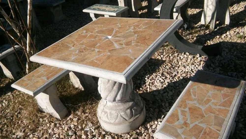 Mesa de 80 X 80 con bancos en cemento