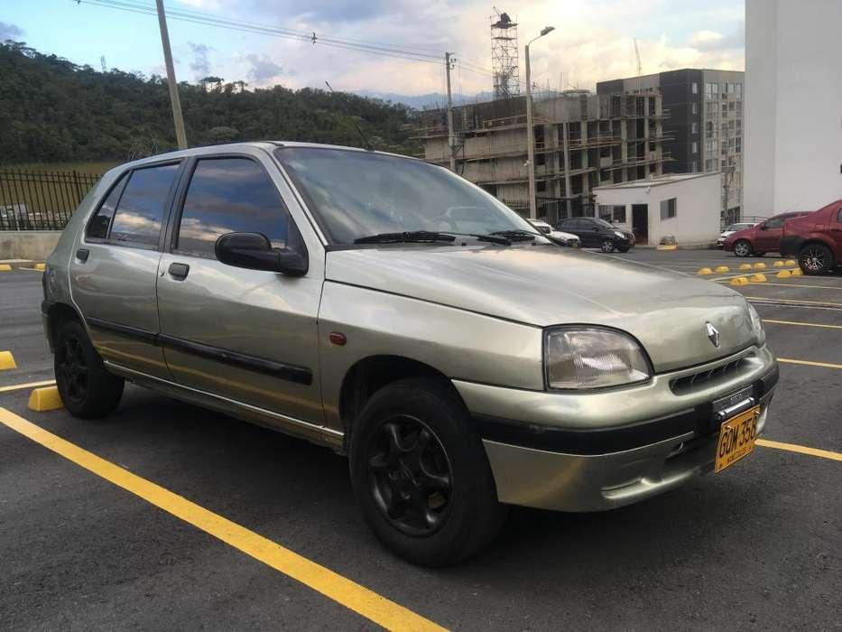 Renault Clio  2001 - 180000 km