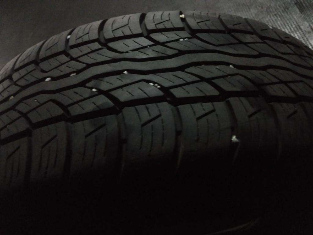 Neumatico Bridgestone casi nuevo 235/60/16