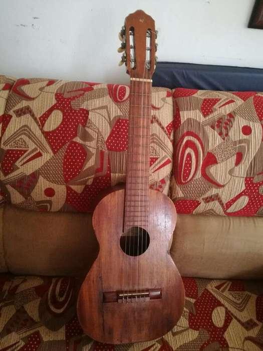 Vendo Guitarra por Motivo de Viaje