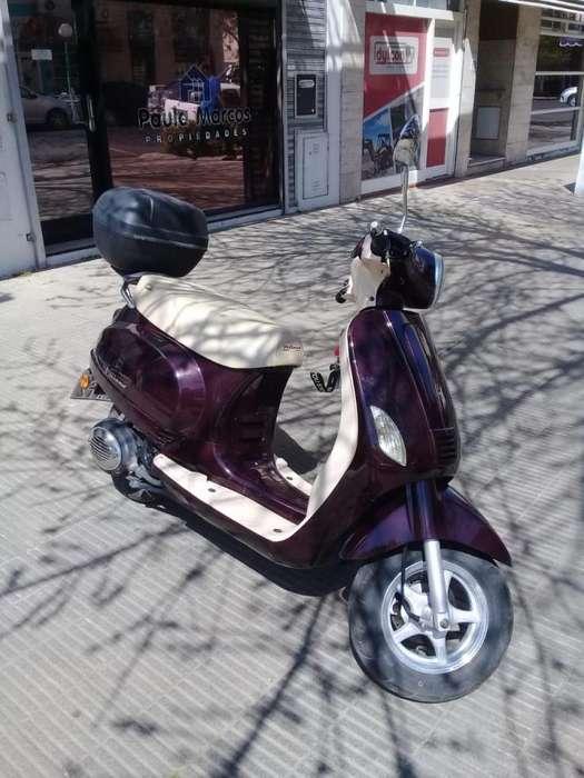 <strong>scooter</strong> CORVEN MILANO 150 VINTAGE. OPORTUNIDAD!!! SE ENTREGA CON CASCO Y GUANTES