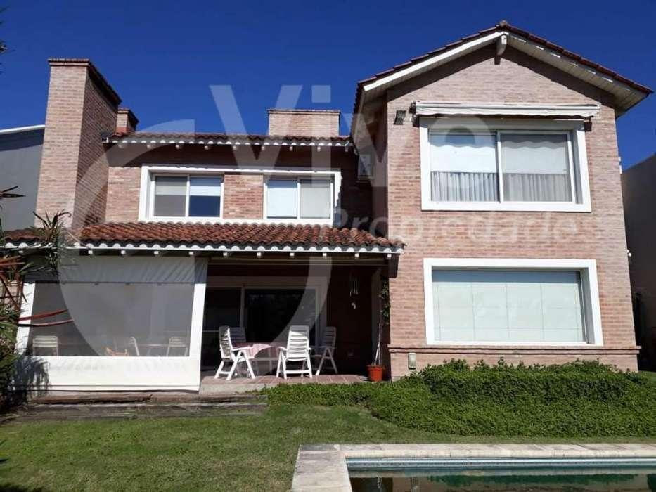 Casa tres dormitorios - Barrio <strong>estancia</strong> La Carolina