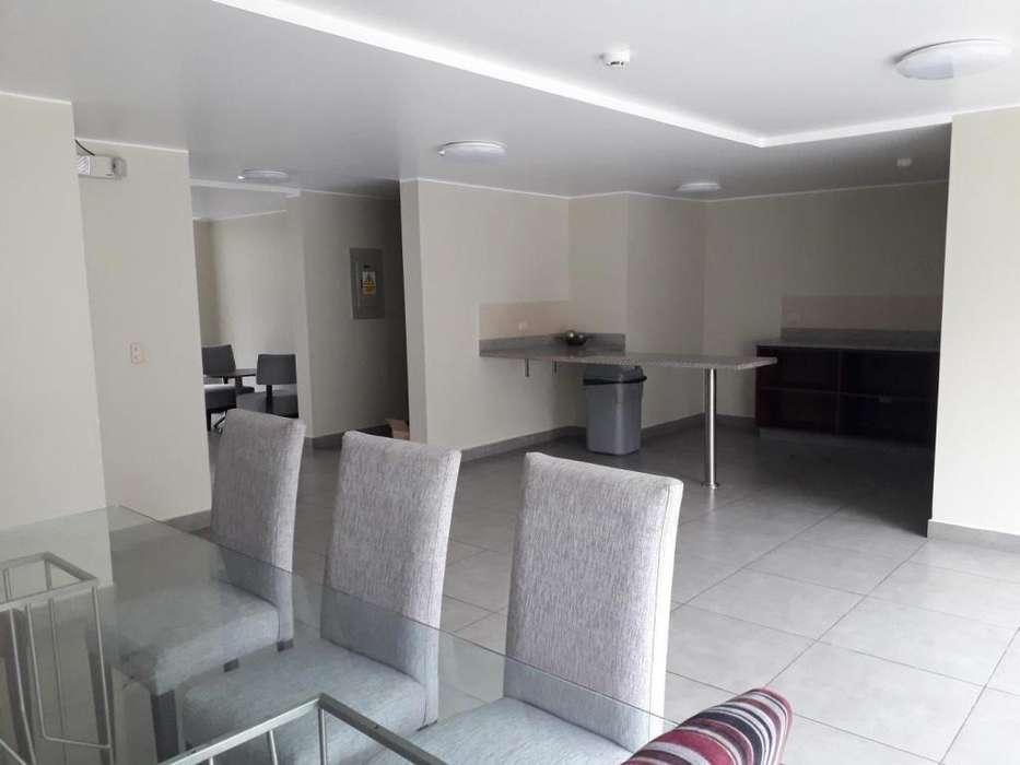 ALQUILER DE LINDO DEPARTAMENTO en Av. Arequipa cuadra 14, piso 7 Urb. Santa Beatriz, Lima. ¡Muy amplio! ¡