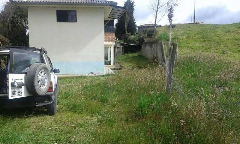 Casa con terreno de 2.500 metros cuadrados
