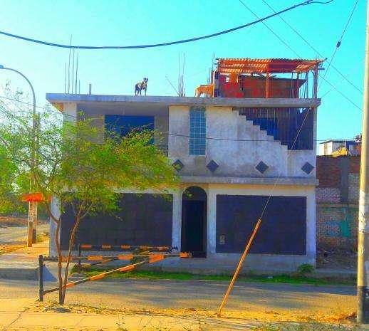 Vendo casa en AVIFAP, en avenida principal, Piura
