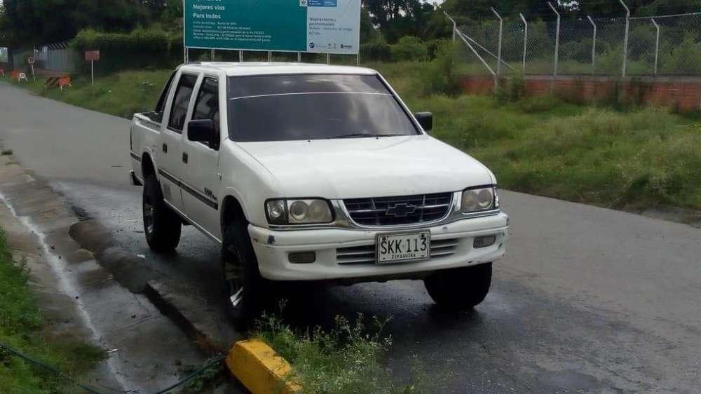 camioneta Luv 2200 4x4 modelo 2001