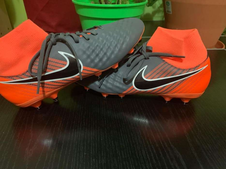 Botines Futbol 11 Nike Magista Talle 43