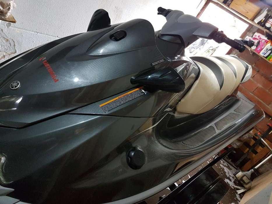 Moto Agua Yamaha 1100 Delux.