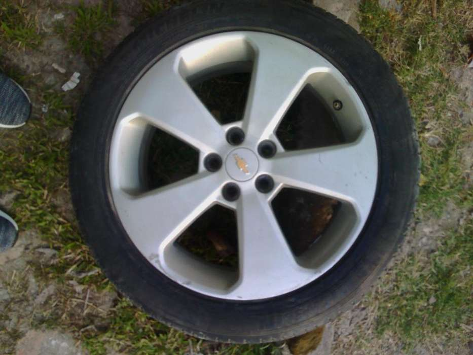 Vendo Ruede Michelin Rod 17 de Cruze