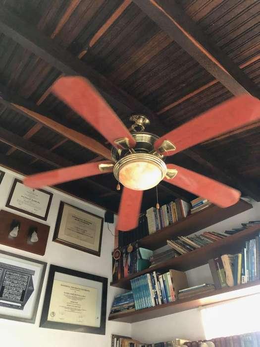 Ventilador de techo en buen estado, 5 aspas y luz