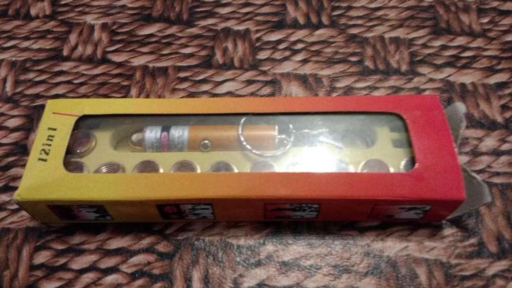 Linterna laser puntero llavero 12 en 1 en su caja original 199