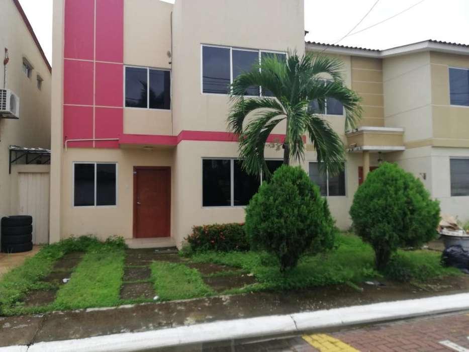 VENDO Casa Urb. Castilla cerca de Univ. ECOTEC
