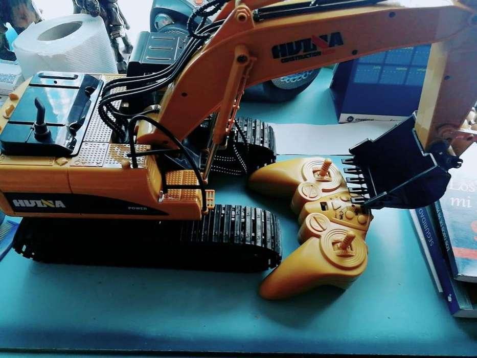 HuiNa Juguetes 1550 15Channel 2.4G 1 / 14RC Excavadora RC
