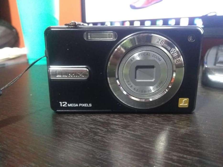 VENDO CAMARA FOTOGRAFICA LUMIX <strong>panasonic</strong> DE 12 MP