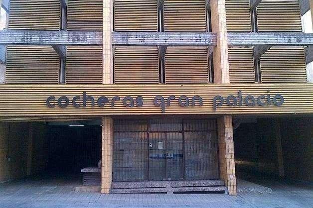 COCHERA TUYA!! Cerca de la Muni y Tribunales