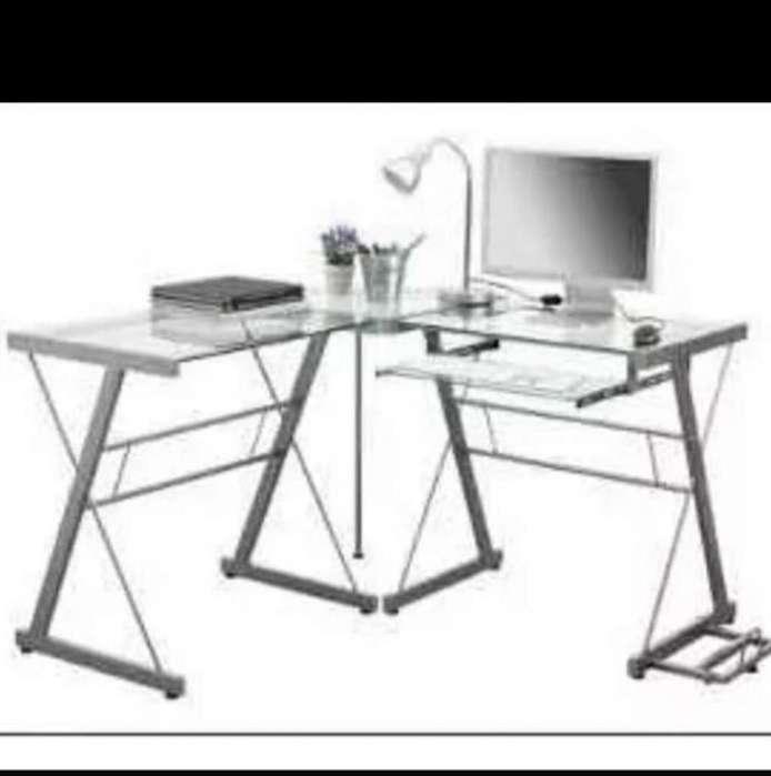 <strong>escritorio</strong> de vidrio y metal