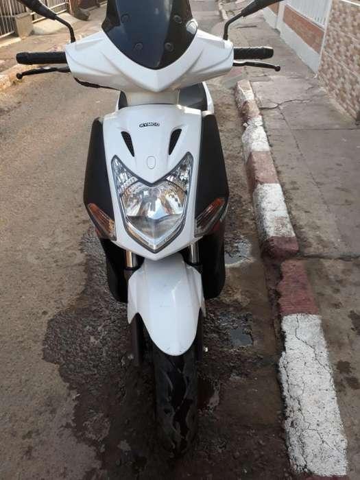Hermosa Moto Kimko Fly 150