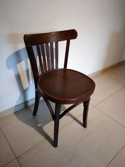 Lote de <strong>silla</strong>s de madera Rutili y Carpinetti. Excelente estado y calidad.